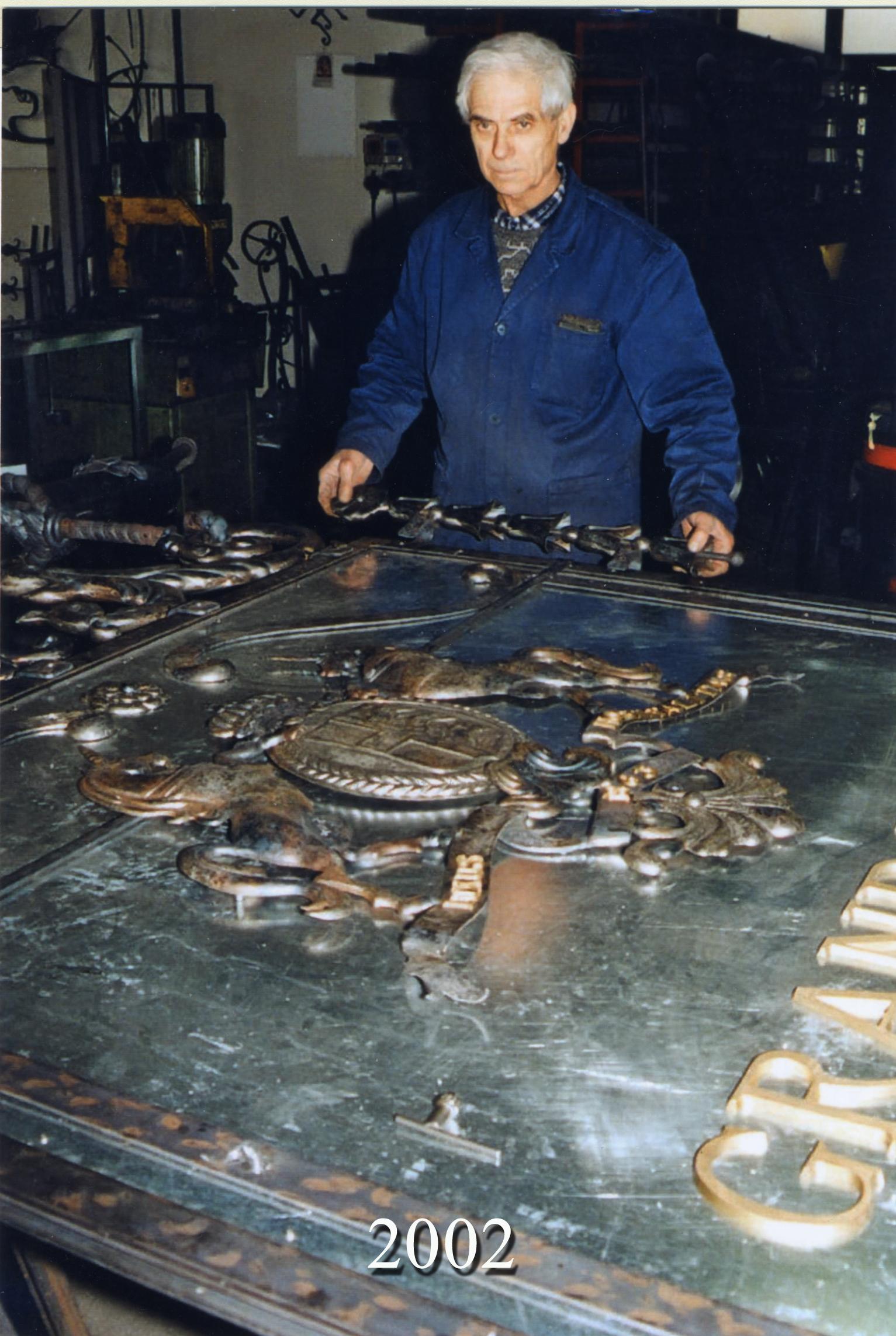 2002 - Particolari di Insegna Bifacciale (Progettista A. Poli)